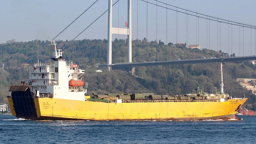 Rus kargo gemisi boğazı geçti