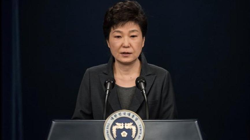 Güney Kore'de eski başkan rüşvetten suçlu bulundu
