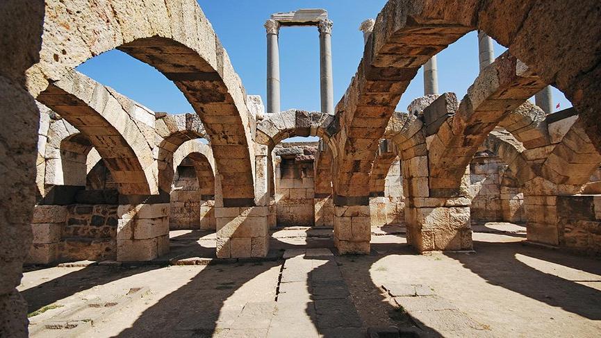 İzmir gezilecek yerler: Efes Antik Kent, Kemeraltı ve İzmir'in tarihi ve turistik yerleri…