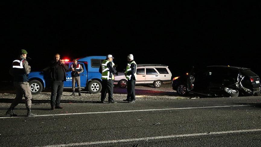 Kazazedelere otomobil çarptı: 2 ölü, 2 yaralı
