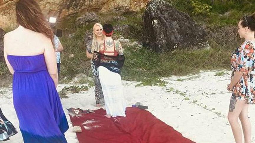 Böyle bir haber yok! Sade bir törenle kendisiyle evlendi!