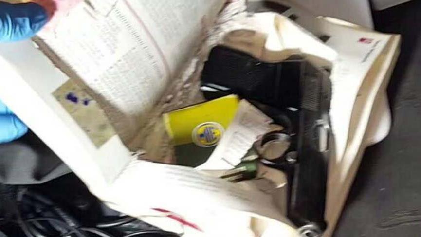 Hücre evi baskınında kitaplar içinden silahlar çıktı!