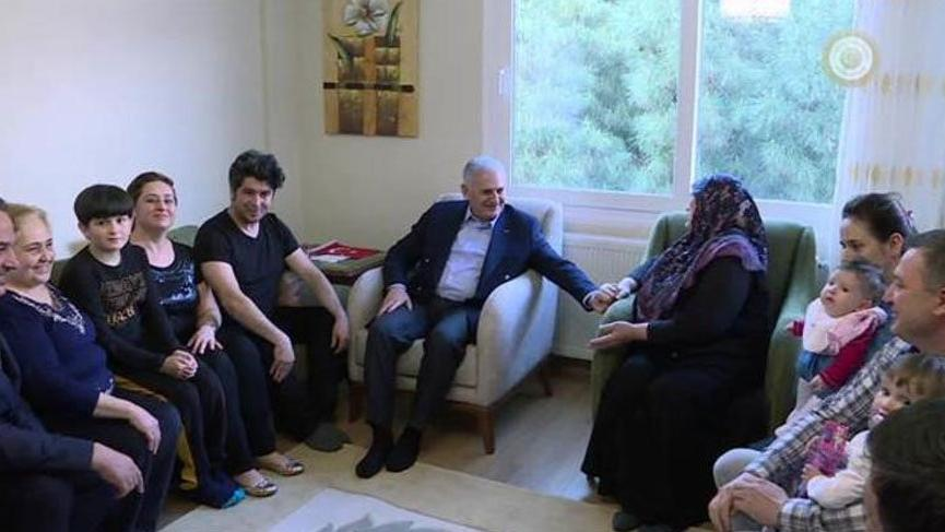 Başbakan İzmir'deki o aileyle buluştu