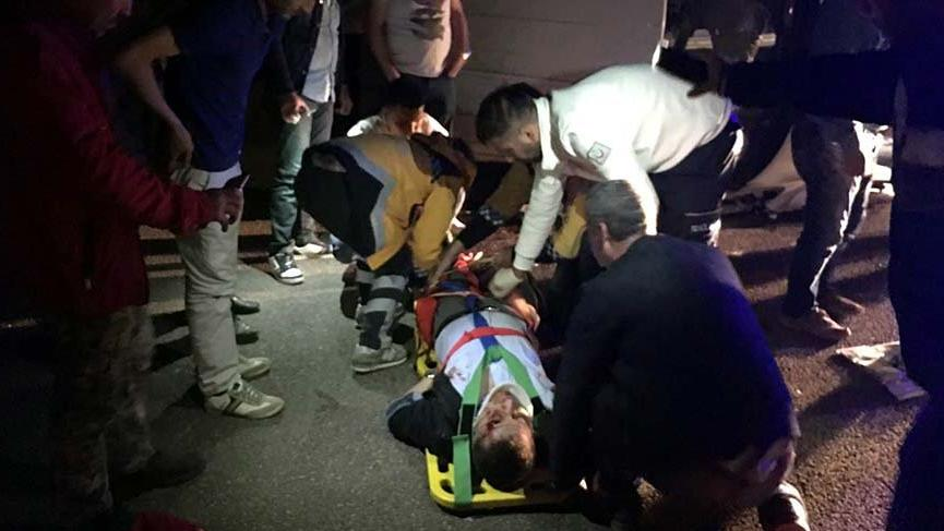 Kütahya'da elektrik panosu yüklü kamyonet devrildi: 1 ölü, 2 yaralı