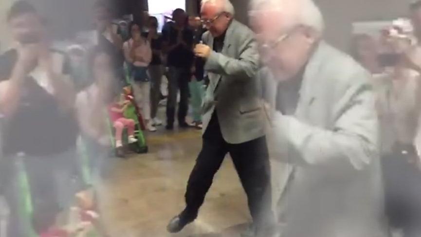 Taksim metrosunda dans eden adam ilgi odağı oldu