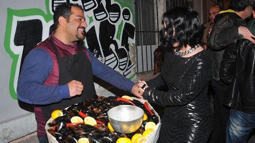 Midyeci Ahmet 8,5 ton midye dağıttı