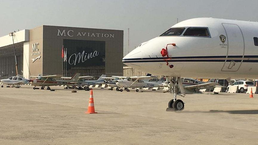 Uçak kazasında ölen kızının adını hangarın üzerine yazdırdı