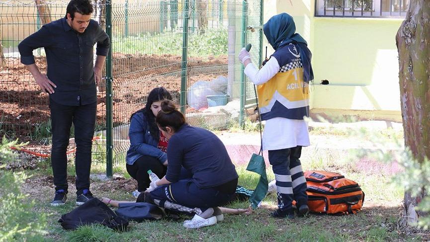 Liseli kız okula getirdiği kurusıkı silahla dehşet saçtı