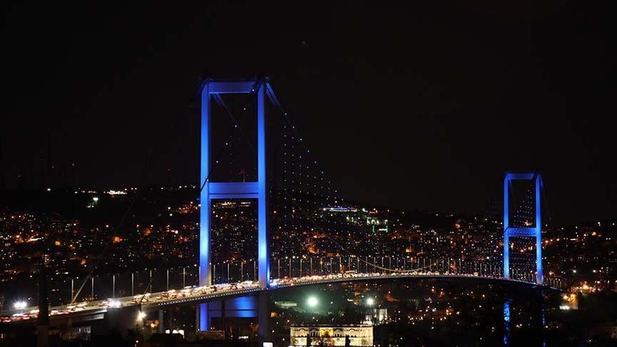 Otizm Farkındalık Günü'nde İstanbul'da mavi ışıklar yandı