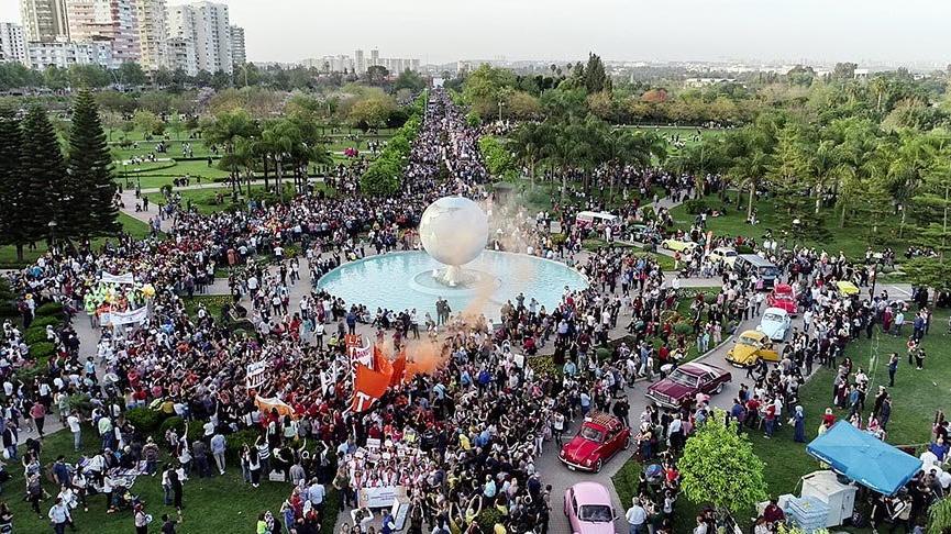 Adana'da karnaval renkli görüntülerle sona erdi
