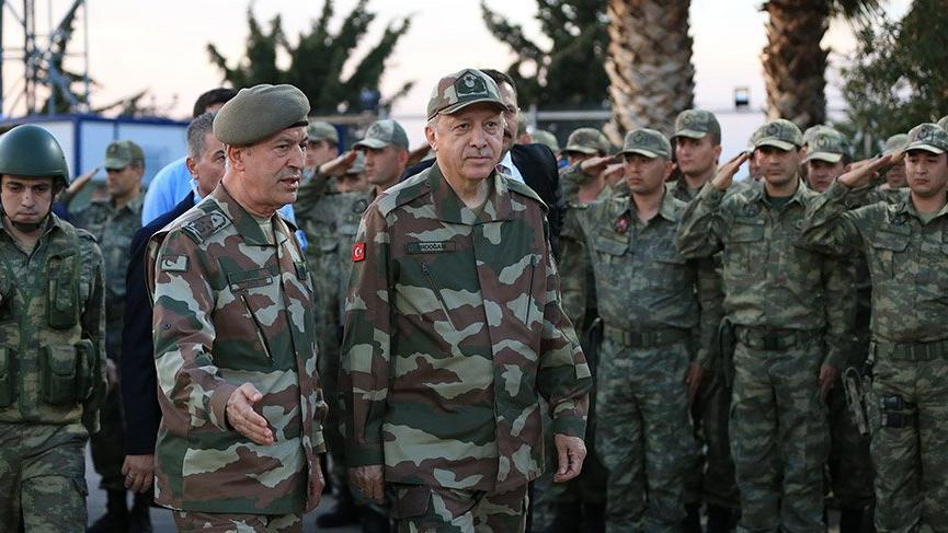 Cumhurbaşkanı Erdoğan askeri kamuflajla sınır karakolunda