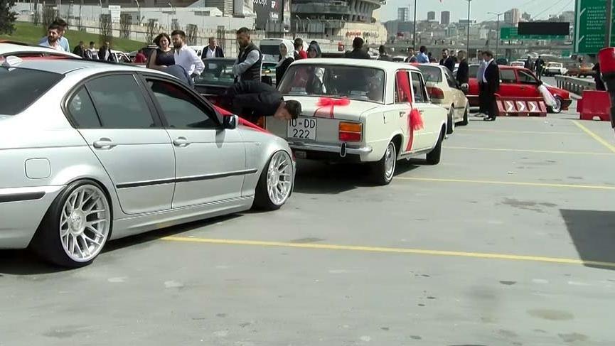 Polis trafik kurallarını hiçe sayan düğün konvoyundaki 37 araca ceza kesti