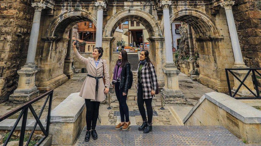 Mart ayında Antalya'ya 268 bin turist geldi