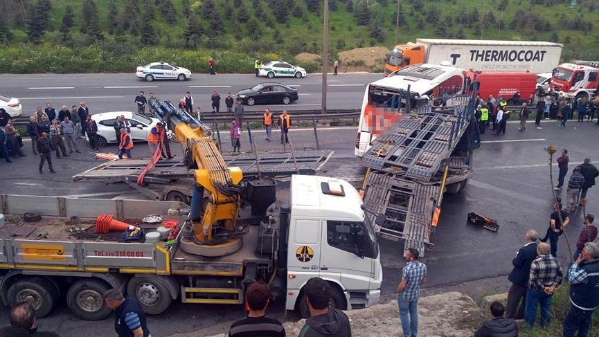 İzmit'te TEM yolunda zincirleme kaza! Ankara yönü 1.5 saat sonra ulaşıma açıldı