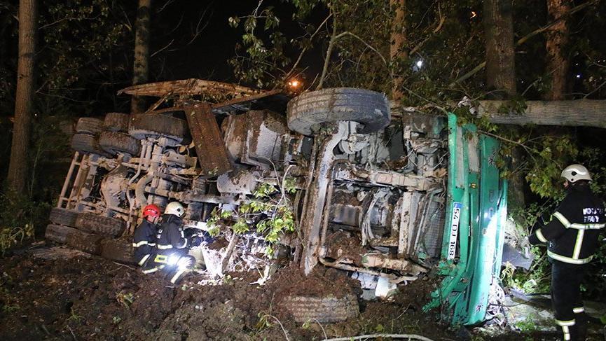 İzmit'te freni boşalan kamyon kaza yaptı, 1 ölü