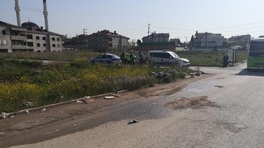 Motosiklet ile halk otobüsünün çarpıştığı kazada iki kuzen hayatını kaybetti