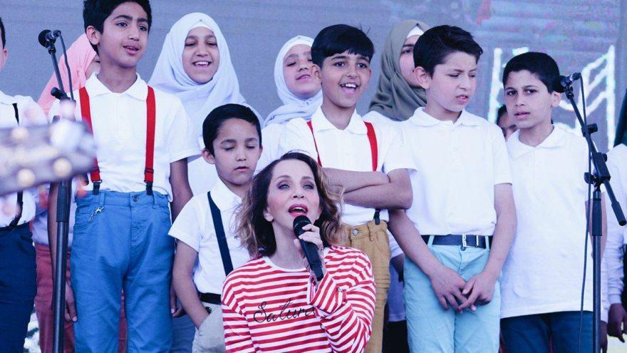 Sertab Erener, mülteci çocuklarla şarkı söyledi