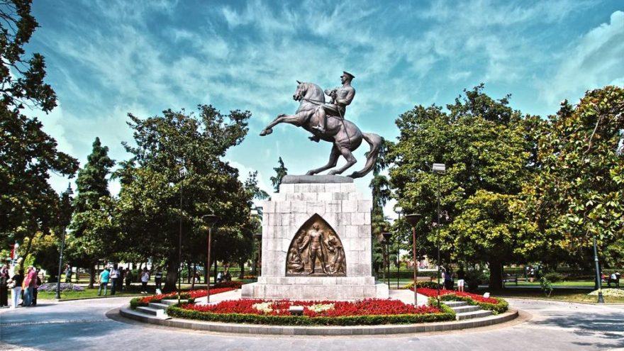 İlk Adım Atatürk Anıtı