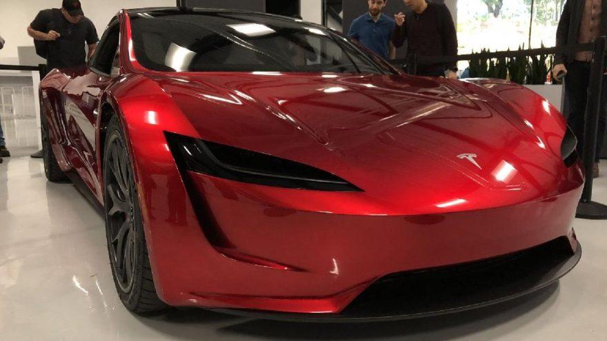 Roadster sipariş edene Model 3 bedava!