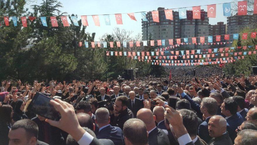 MHP, Türkeş'i mezarı başında andı