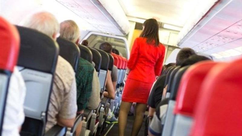 Genç kızın uçakta hostese verdiği 'Yardım Edin' notu korkunç gerçeği ortaya çıkarttı!