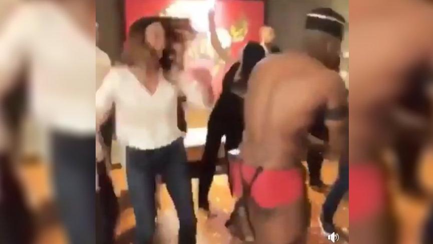 Zeynep Beşerler ve arkadaşları, yarı çıplak siyahi dansçıyla 'Erik Dalı' oynadı