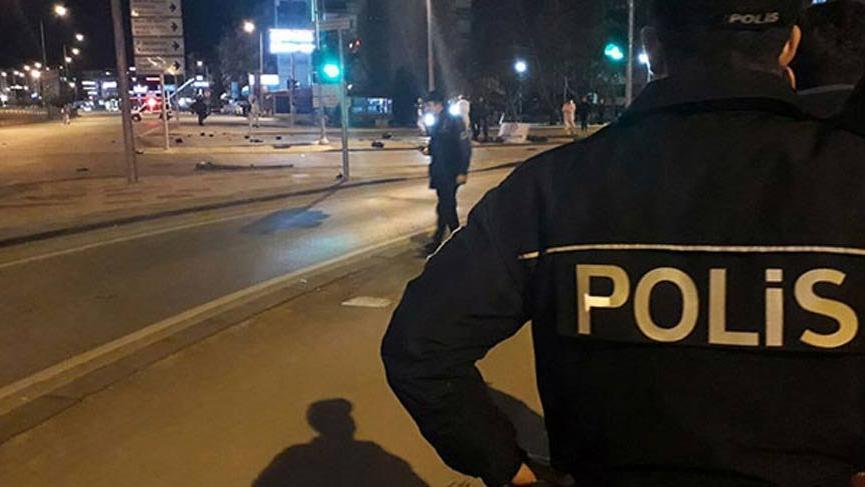 Zırhlı araç dereye yuvarlandı: 2 polis yaralı