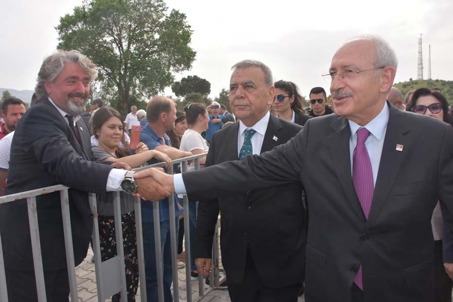 Kemal Kılıçdaroğlu'na gösterilen yoğun ilgi ve sıcak karşılama objektiflere yansıdı. DHA