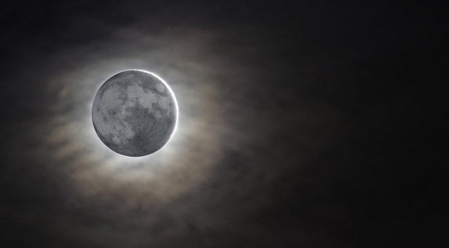 Yeni Ay'da Phaeton astreoidi ve Alp-Herg sabit yıldızı etkin olacak. Phaeton; otomobil, ulaşım, her türlü taşıma, seyahat, yolculuk ve binek araçlarını sembolize eder. Yeni Ay zamanı demek ki kişisel anlamda, kendimize yeni seyahatler organize edebilir, arabamızı değiştirebilir, yeni araba alabiliriz.