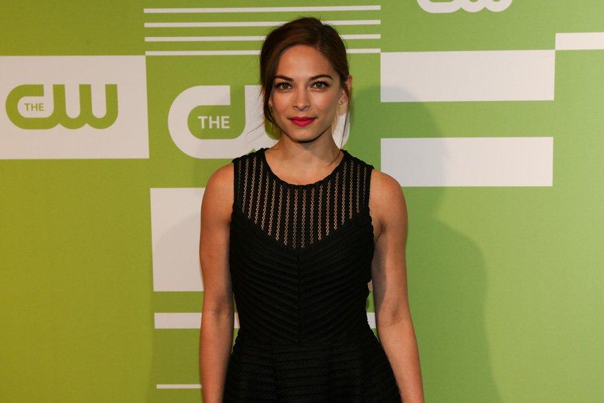 Smallville dizisinde, Superman'ın kız arkadaşı rolünü üstlenen Kreuk'un kısa süre içerisinde tarikattan kaçtığı öğrenildi.