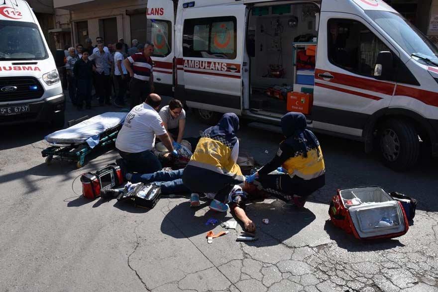 Kaya çifti yaralı olarak hastaneye kaldırıldı ancak kurtarılamadı. DHA
