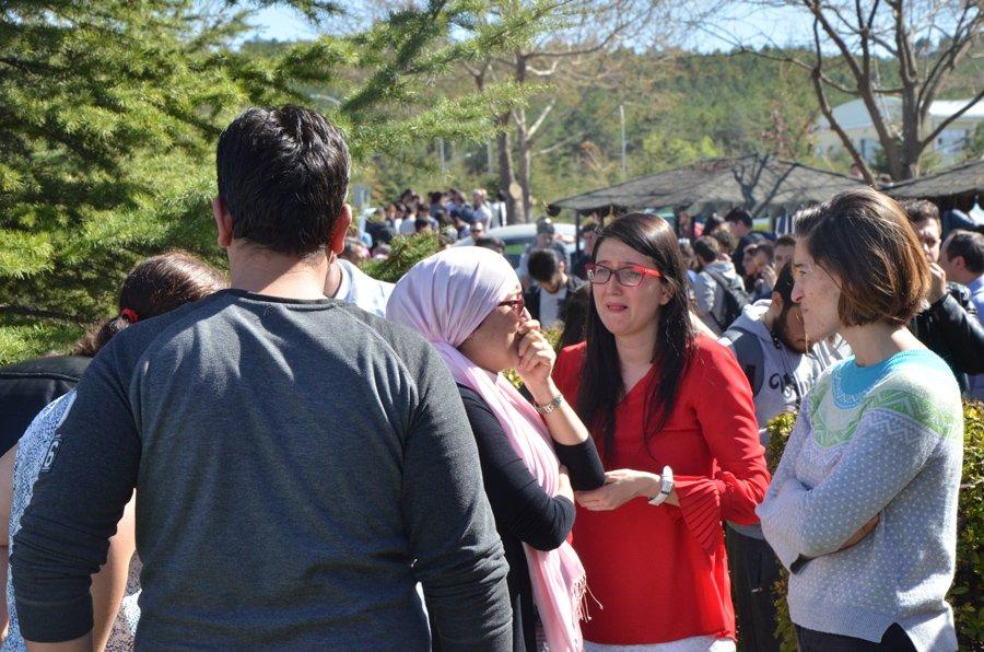 FOTO:İHA - Sİlah sesleri üzerine kampüstekiler büyük panik yaşadı.