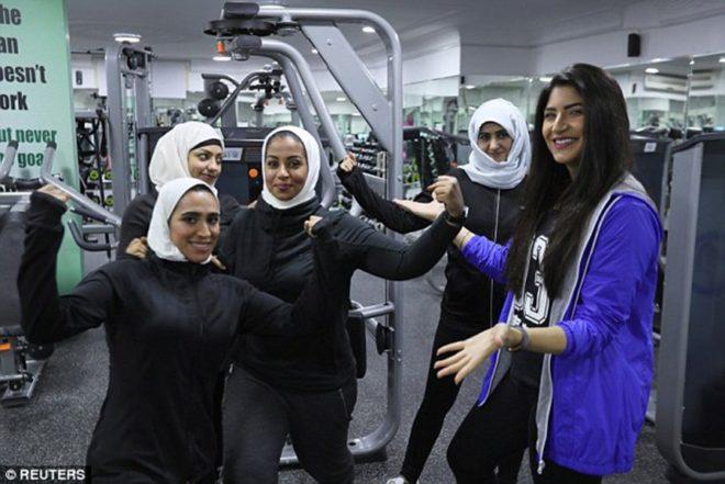 Ülkede kadınlara ait özel spor salonları açılmaya başladı ancak katı kıyafet kuralları bulunuyor.