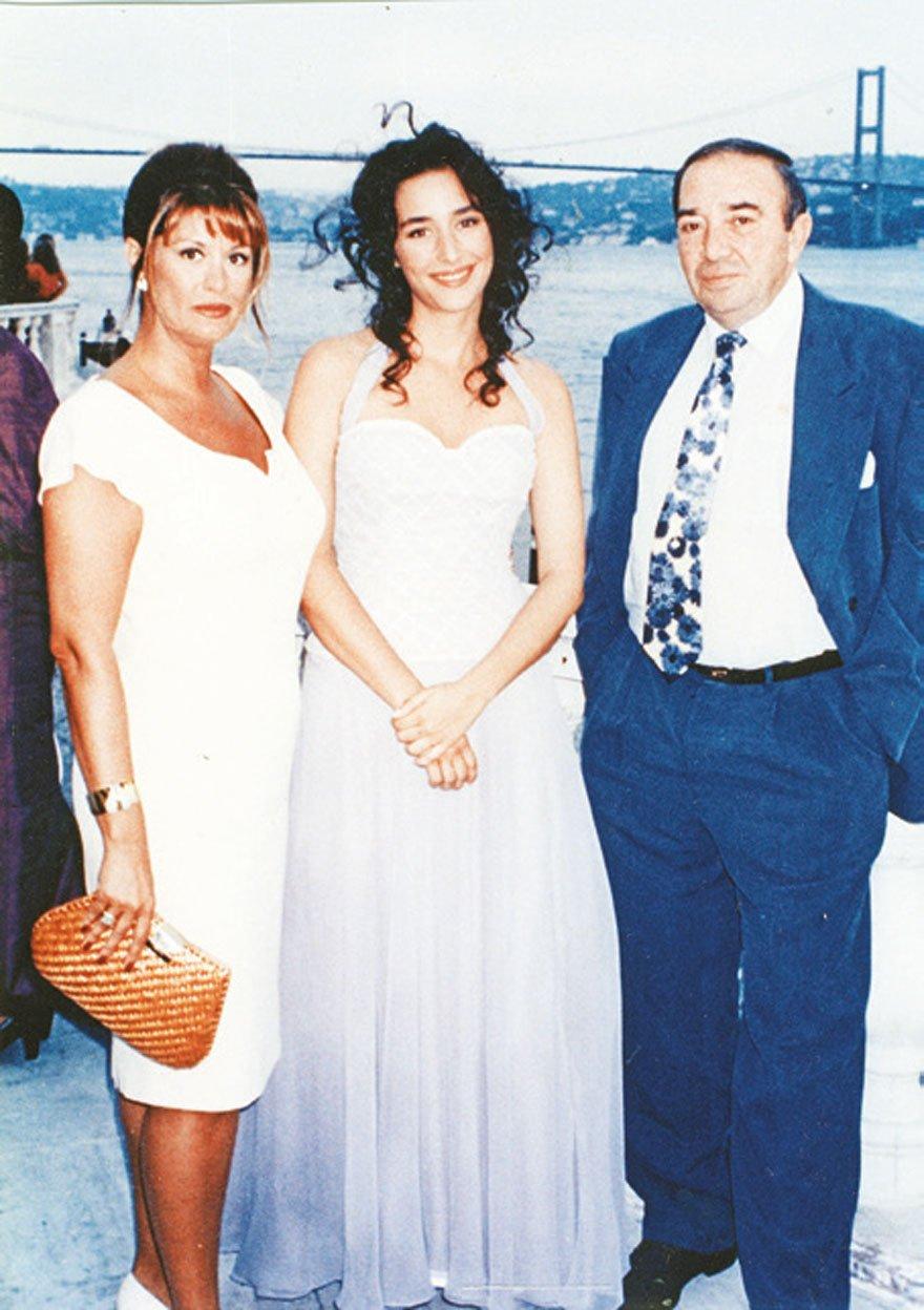 Türker İnanoğlu ile Gülşen Bubikoğlu kızları Zeynep'in mezuniyetinde...