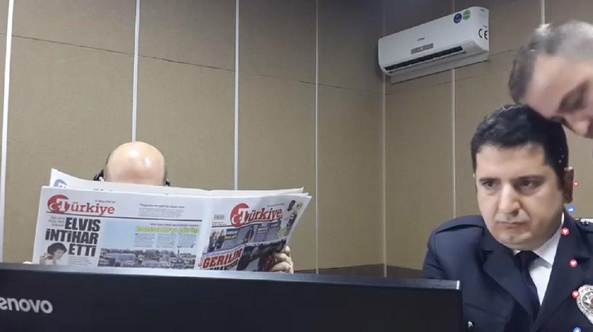 Bakan Soylu, programda günün gazetelerini de okudu.