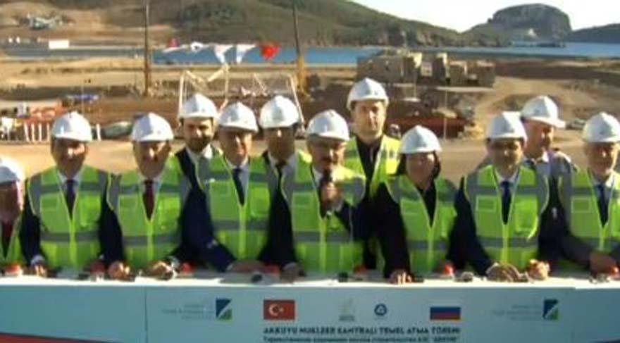 Putin ve Erdoğan Ankara'da nükleer santralın temel atma törenini gerçekleştirdi. Mersin'de ise Kalkınma Bakanı Lütfü Elvan nükleer santralin bulunduğu yerde temel atma törenine katıldı.