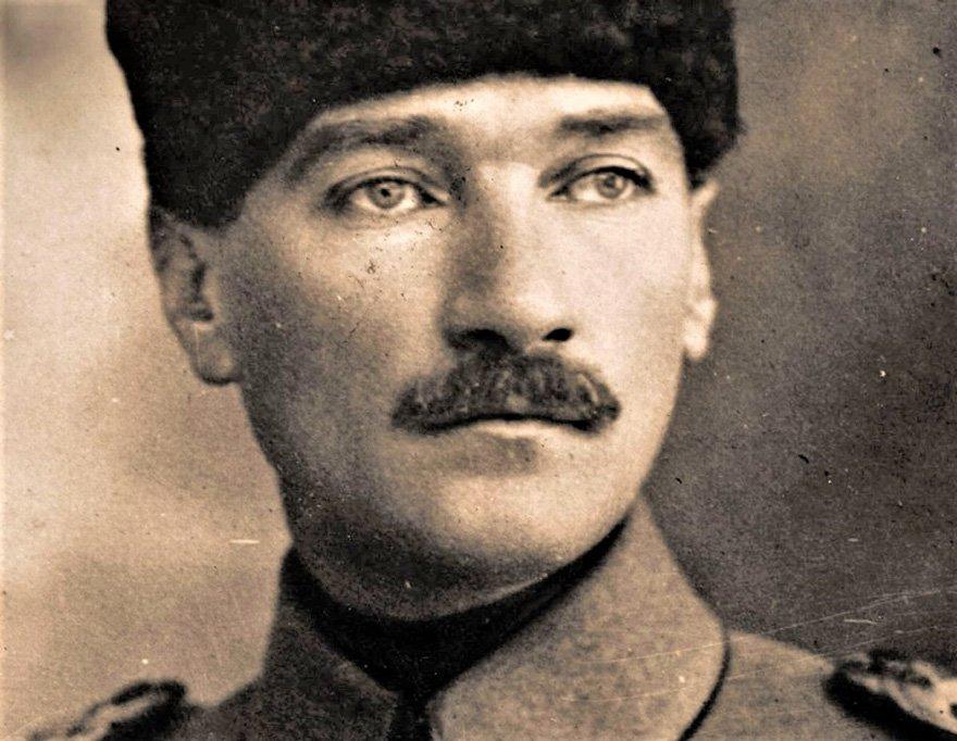 Samsun'a çıktığı günlerdeki Atatürk Yaş 38.