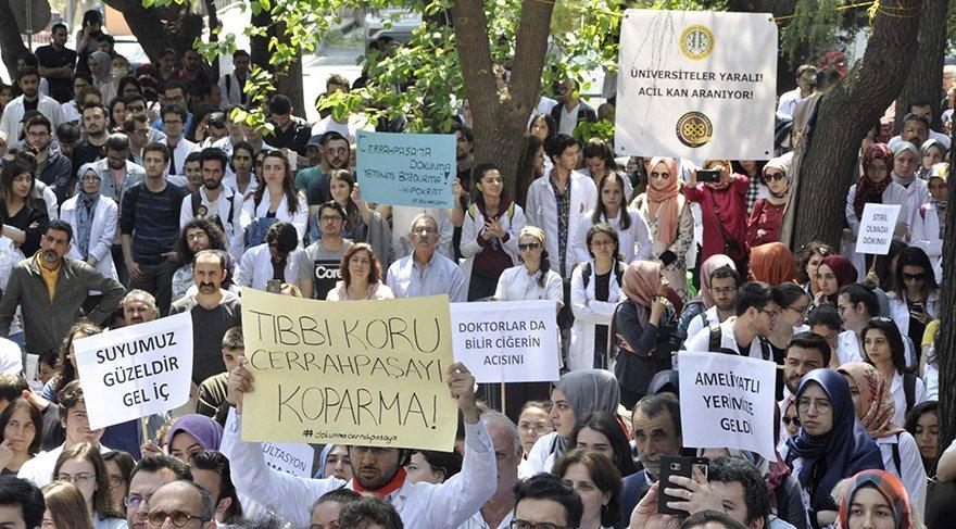 Cerrahpaşa Tıp Fakültesi öğretim üyeleri ve öğrenciler, bölünme karşıtı eylemlerle seslerini duyurmaya çalıştı. Eylemlere, hastalar ve başka üniversitelerin öğrencileri de destek verdi.