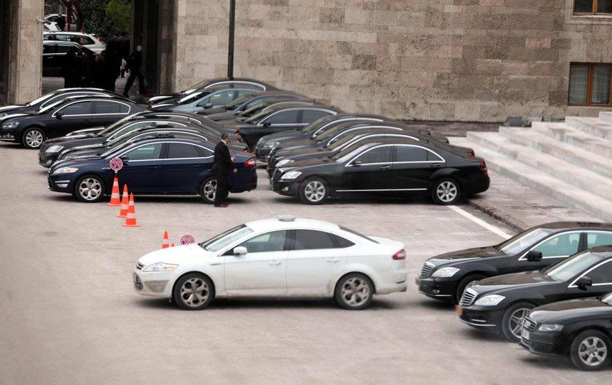 Rapora göre, bürokratlar kamu araçlarını görev emri olmaksızın rahatlıkla kullanabiliyorlar.