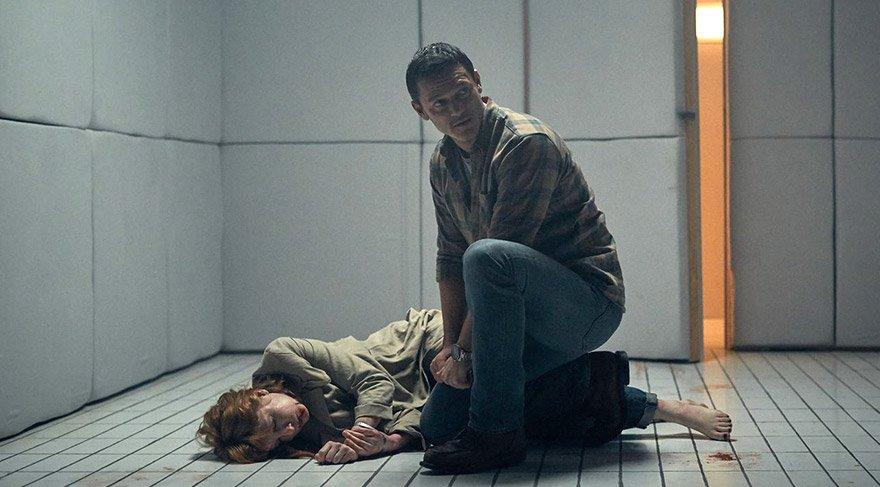 Lewis'in bunu yapmasının Cathy'nin karanlık bir sırrını itiraf etmesini sağlamaktır.
