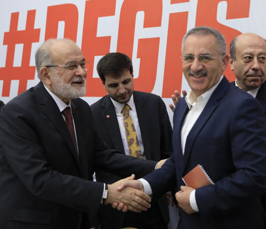ANKARA TEMSİLCİMİZ SAYGI ÖZTÜRK KAHVALTILI TOPLANTIYI TAKİP ETTİ SÖZCÜ Gazetesi Ankara Temsilcisi Saygı Öztürk, SP'nin adayı Karamollaoğlu'yla kahvaltılı toplantıda bir araya geldi. SP liderinin soruları net bir şekilde yanıtladığı gözlendi.