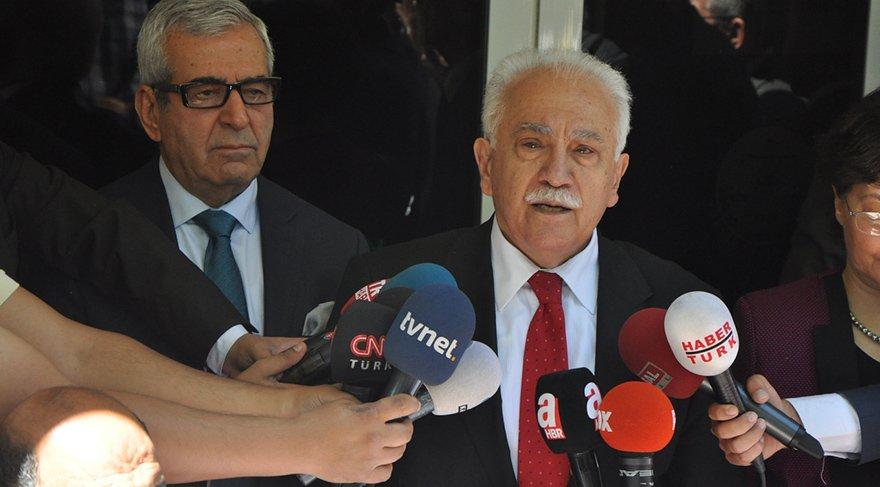 Vatan Partisi Genel Başkanı Perinçek, YSK'ya adaylık başvurusunu yaptı ve 100 bini aşkın imzayla aday olacağını söyledi.