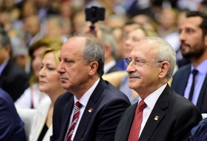 CHP Genel Başkanı Kemal Kılıçdaroğlu, Ahmet Taner Kışlalı Spor Salonu'nda gerçekleşen 'Büyük Buluşma'da, Muharrem İnce'yi cumhurbaşkanı adayı olarak ilan etti.