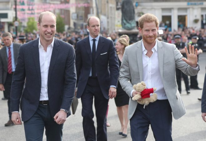 Prens William, kardeşi Prens Harry'i yalnız bırakmadı.