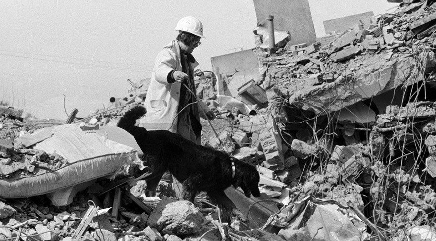 - 12 Kasım 1939 Erzincan'da deprem meydana geldi. 33.000'e yakın kişi hayatını kaybederken, 100.000 kişi de yaralandı.