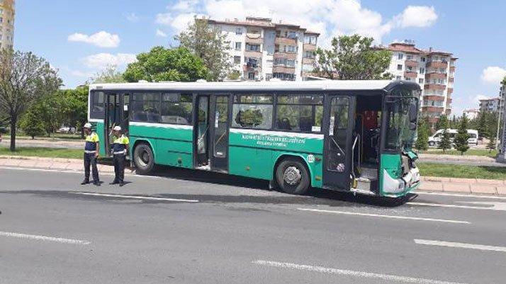 Halk otobüsü, TIR'a çarptı!