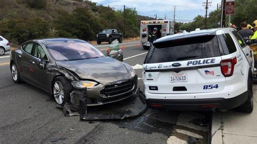 Yine Tesla yine Auto Pilot