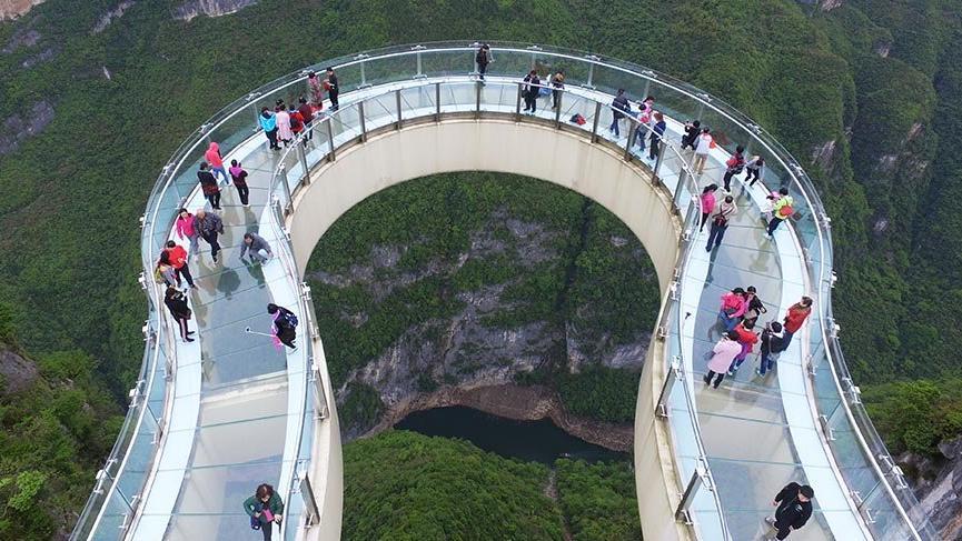 1010 metrelik uçuruma inşa edilen at nalı terası