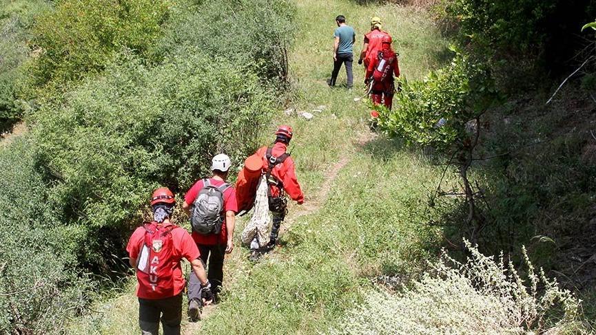 Muğla Fethiye'de uçurumda mahsur kalan tatilci kurtarıldı