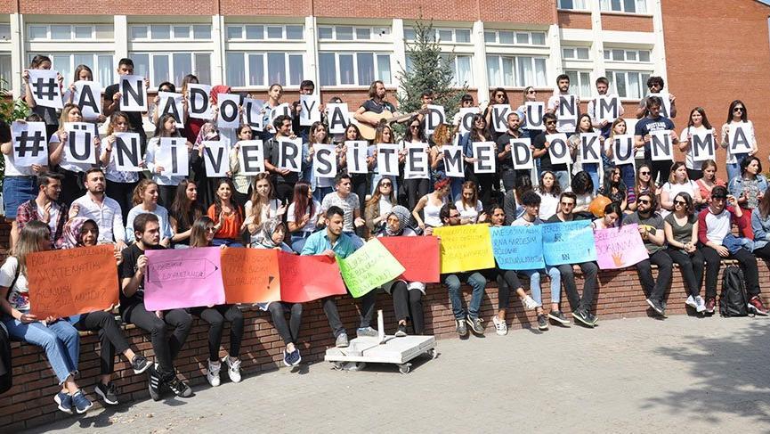Anadolu Üniversitesi öğrencileri bölünmeyi protesto etti